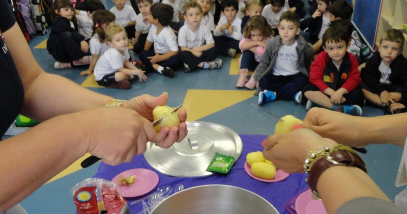 [Alunos do Infantil aprendem receita de alimentação saudável ]