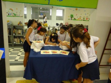 Lançamento do Livro As Meninas Brilhantes