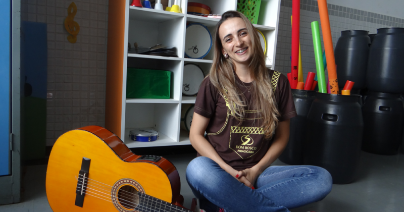 Professora Vanessa Medeiros - Mestre em Educação