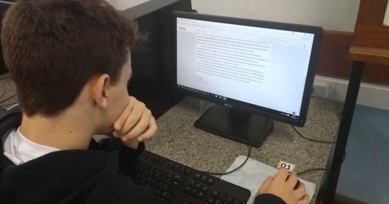 Alunos desenvolvem a produção textual por meio da plataforma Letrus