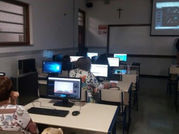 Educadores acompanham novas tecnologias