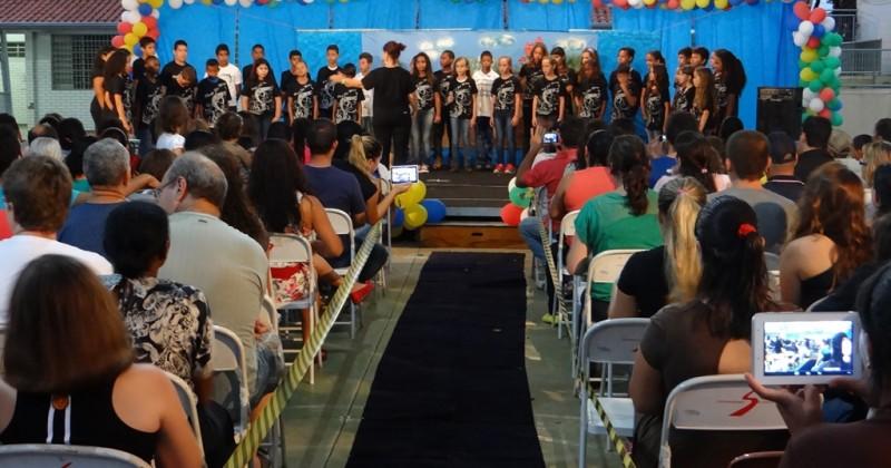 Encenação e música marcam a festa de encerramento no São Mario